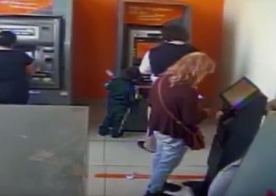 Niño de 4 años es acusado de robar a hombre en cajero automático: