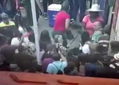 Carabineros resultan heridos en medio de fiscalización a comerciantes ambulantes